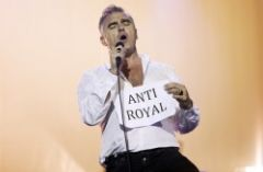 Morrissey chiede a Paul Mc Cartney di restituire il cavalierato